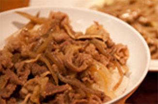 Saturday / 牛丼風ごはんとそばサラダ